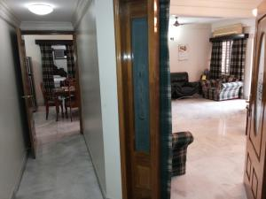 (8)  Banani :   2000 Sft. (3 Bed Rooms) Fully furnished services apartment for rent at Banani, House-30, Road-9, Block-G.