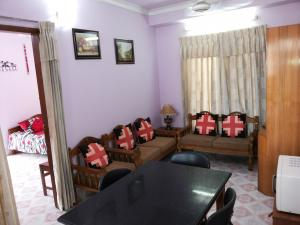 (4) Green Road : 750 Sft. (2 Bed Room) Fully furnished service apartment at Green Road, Dhaka-1205